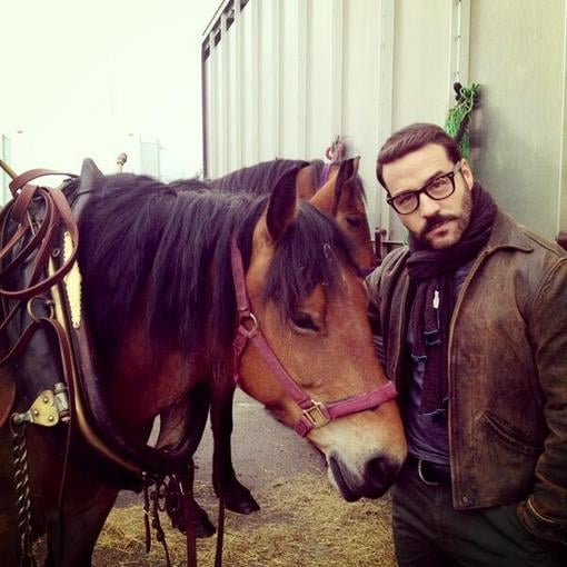 Jeremy Piven posed with a horse on the set of Mr. Selfridge. Source: Twitter user jeremypiven