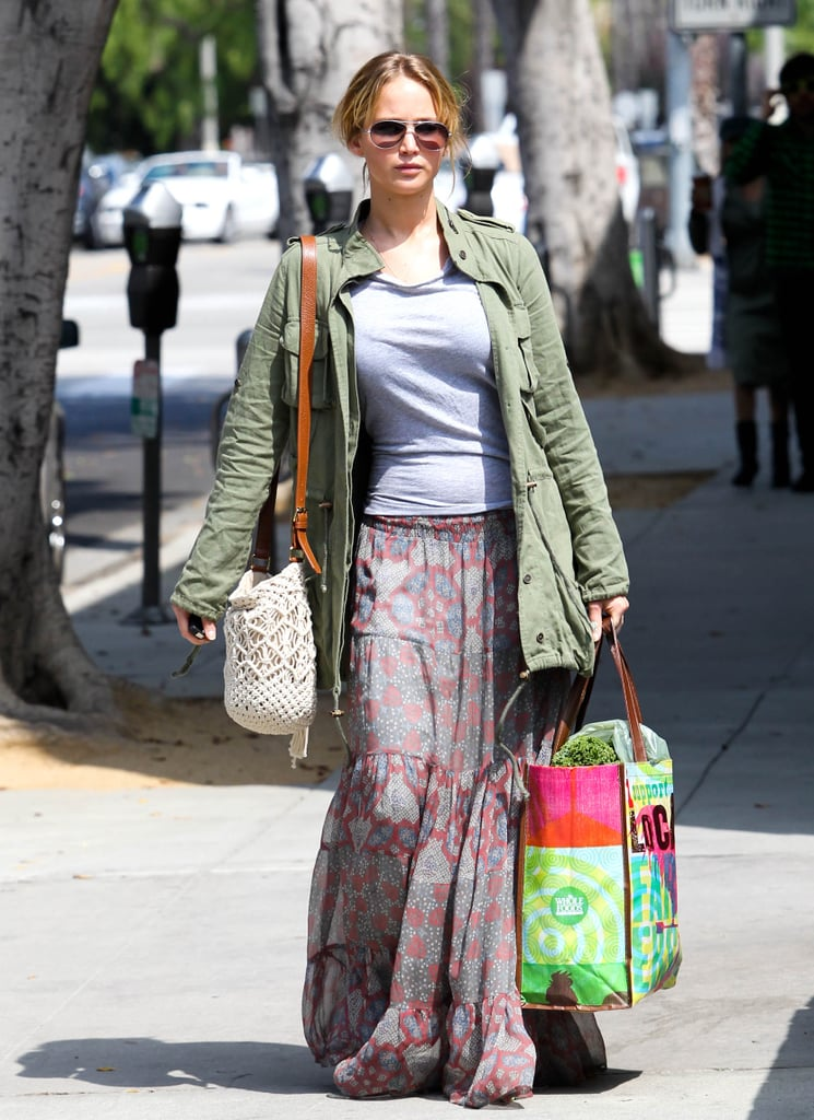 Jennifer Lawrence looked cute in a gray t-shirt and long skirt.