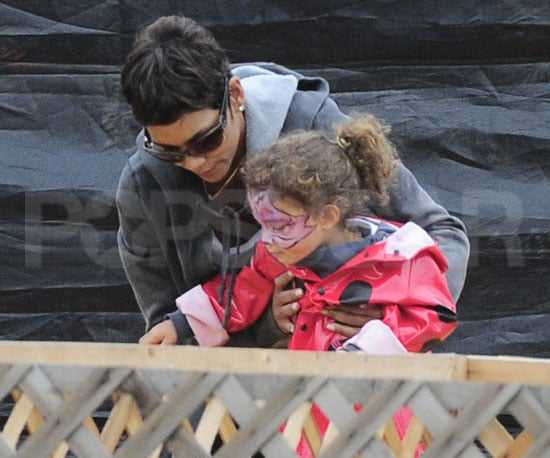 Slide Picture of Halle Berry and Nahla at Pumpkin Patch