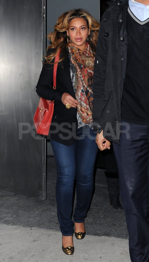 Beyoncé Knowles was pretty in a scarf in NYC.