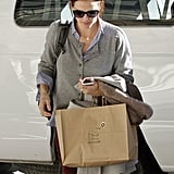 Jennifer Garner carried her bags.