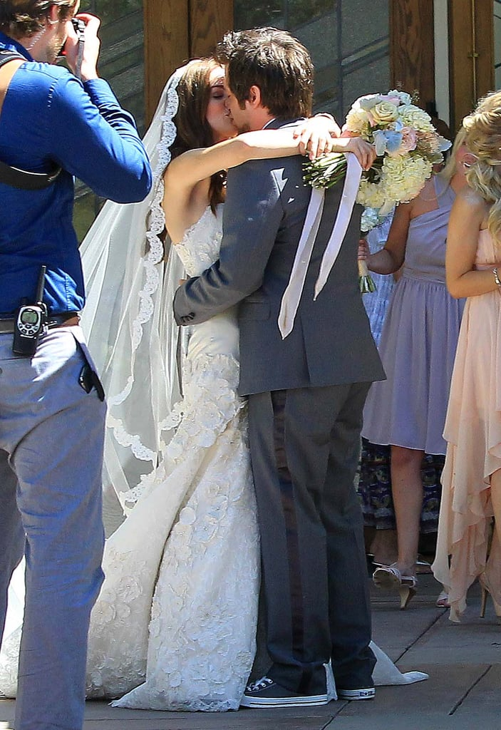 Lee DeWyze kissed his new bride, Jonna Walsh.