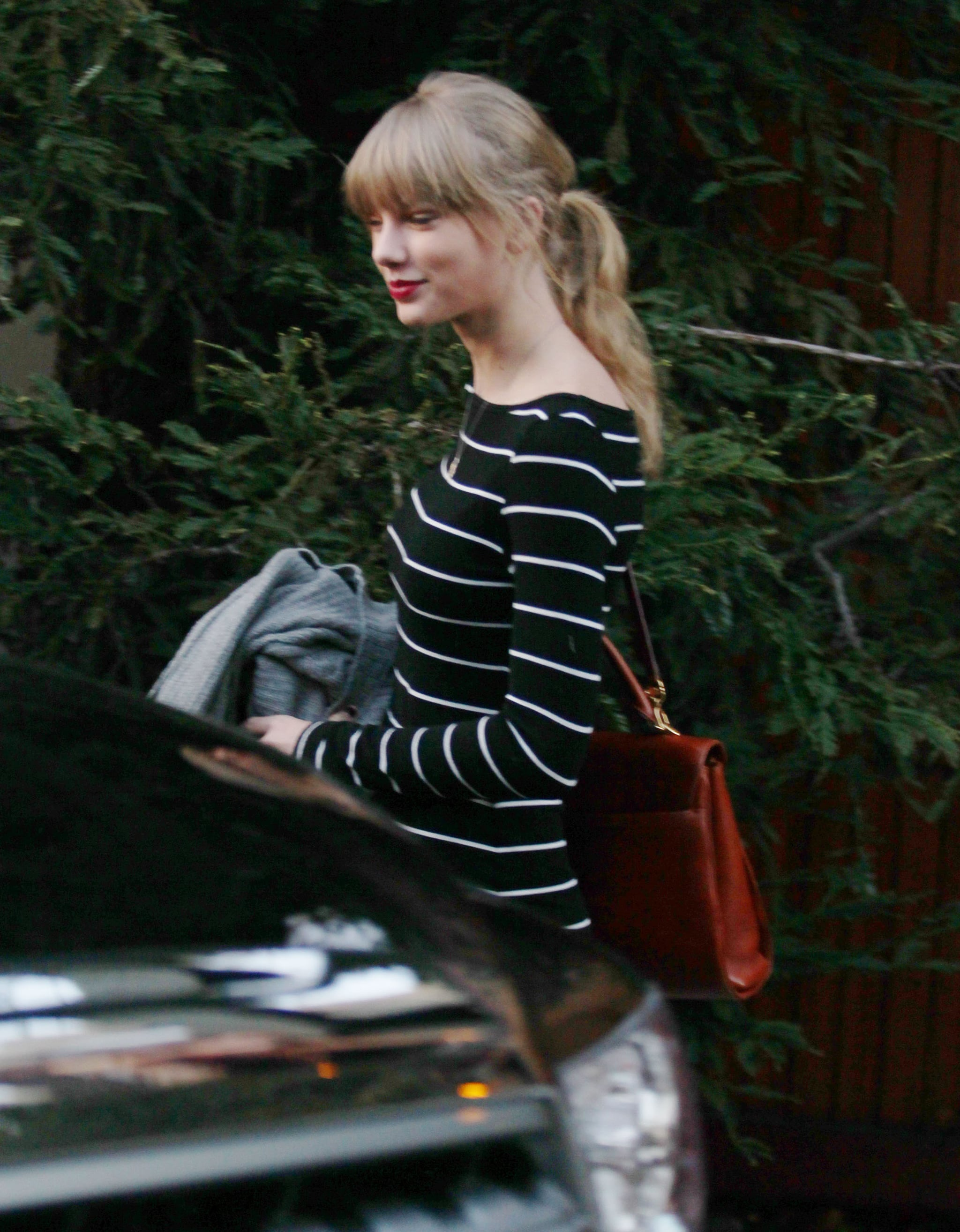 Taylor Swift smiled for photographers.