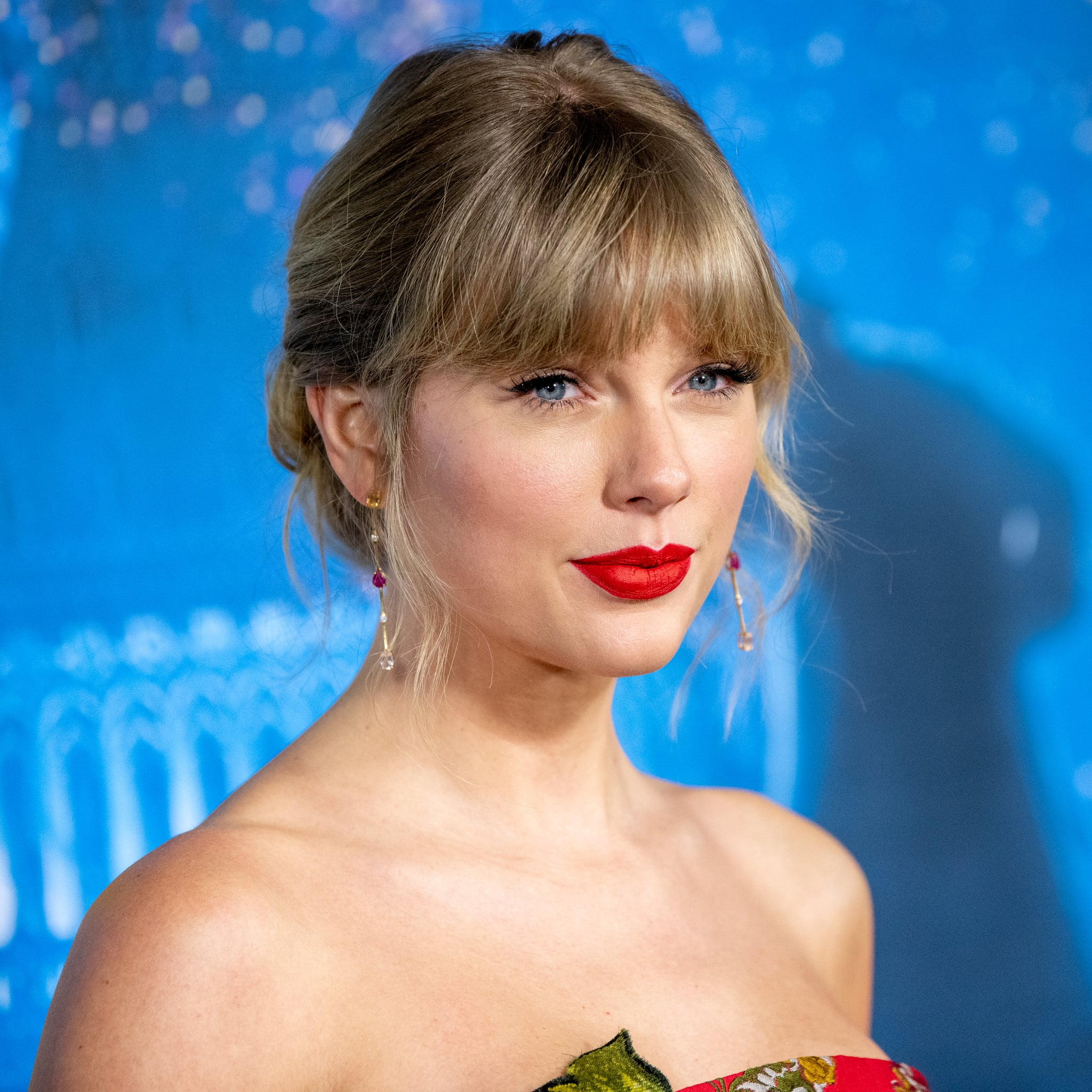 See Taylor Swift S Makeup Transformation In The Man Video Popsugar Beauty