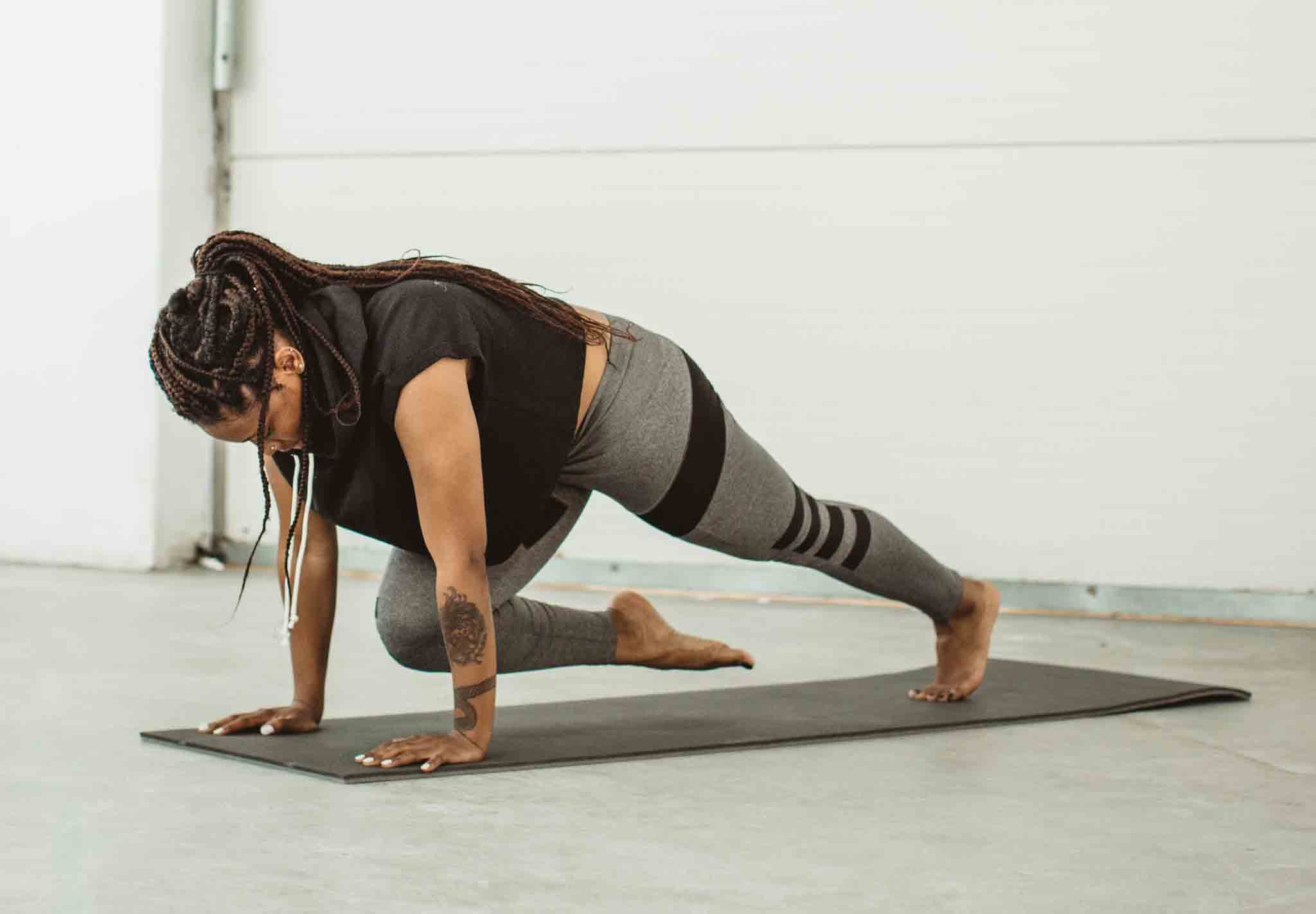A CrossFit Coach Says This Is How to Work Your Abs More When Doing Mountain Climbers