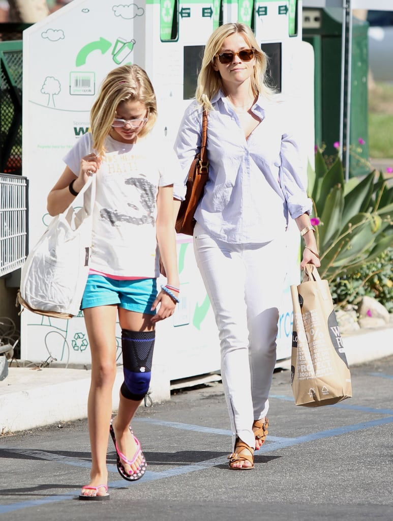 Reese Witherspoon and Ava Phillippe shop at Whole Foods.