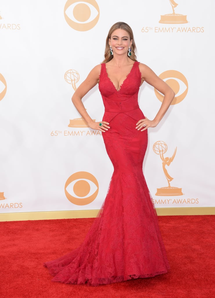 As if she could do anything but, Sofia Vergara sizzled in a red Vera Wang dress and Lorraine Schwartz jewels.