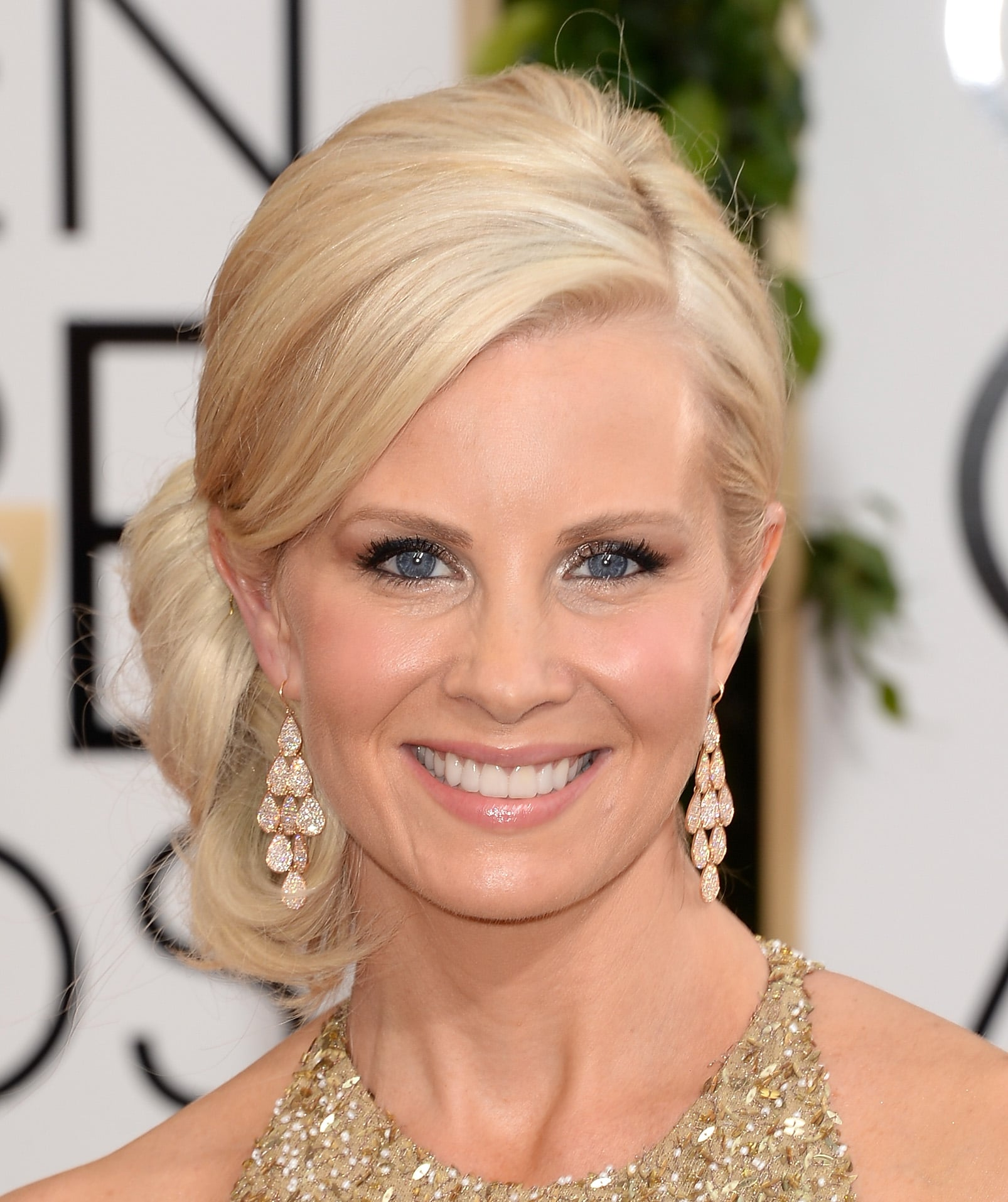 Monica Potter's bronzed goddess look, shimmering shadow and a perfect pout, was the epitome of California cool. Her volumized chignon lent an Old Hollywood spin to her stunning style.