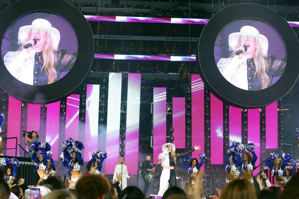 Ellie Goulding at the Buffalo Bills and Dallas Cowboys Half Time Show