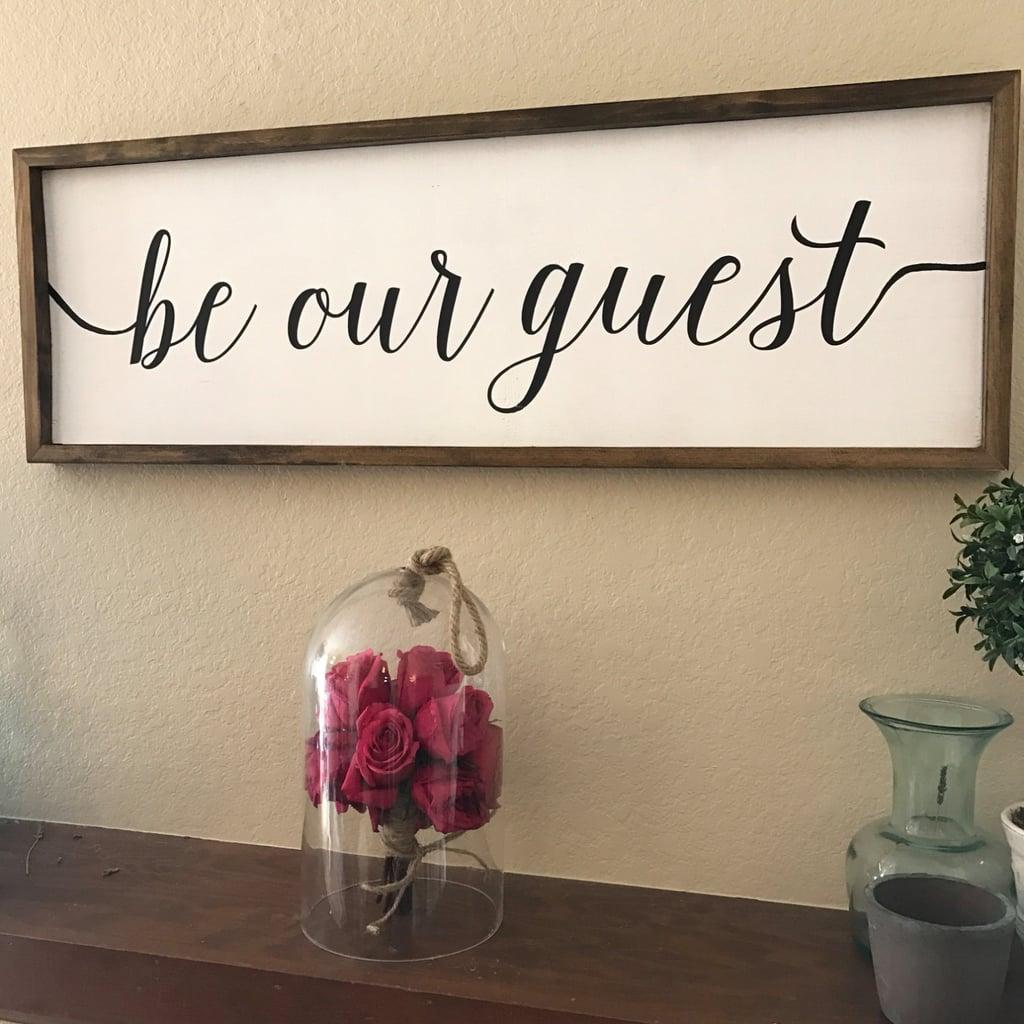 لافتة Be Our Guest  (بسعر 80$ دولار أمريكي؛ 232 درهم إماراتي/ريال سعودي)