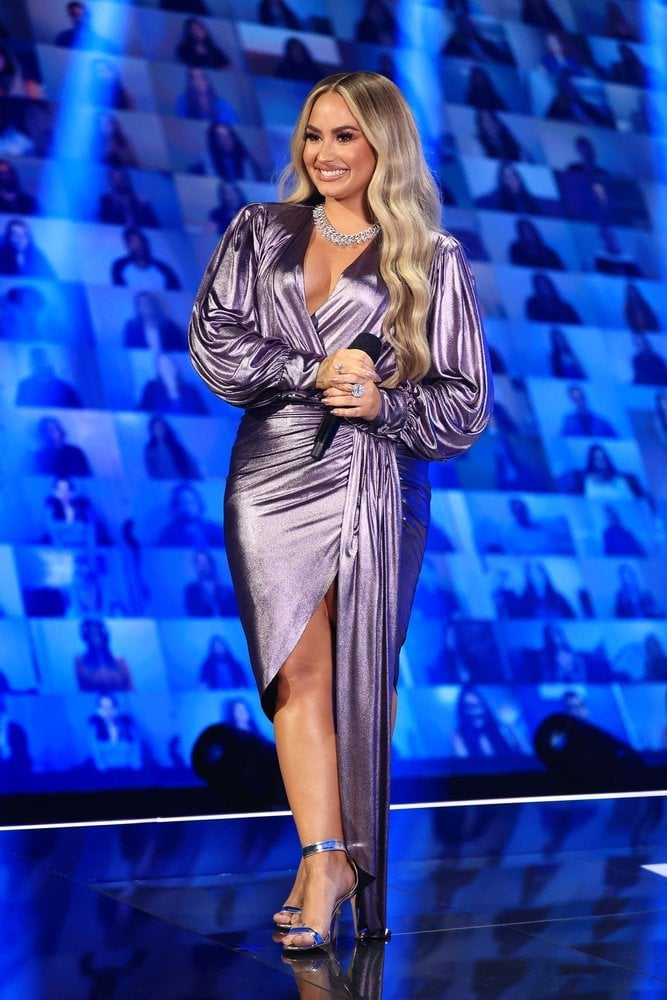 See Demi Lovato's Outfits at the People's Choice Awards 2020