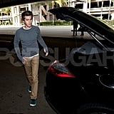 Andrew Garfield loaded his bags into his car.