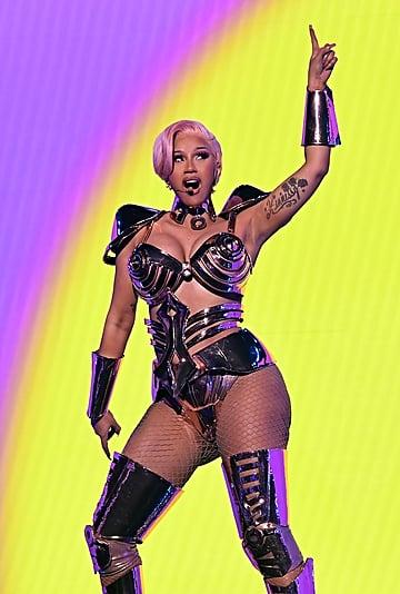 Cardi B's Pink Hair and Makeup at the 2021 Grammys