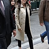 Natalia Portman paired her skinny black jeans with sweet tie-detailed black pointy-toe pumps.