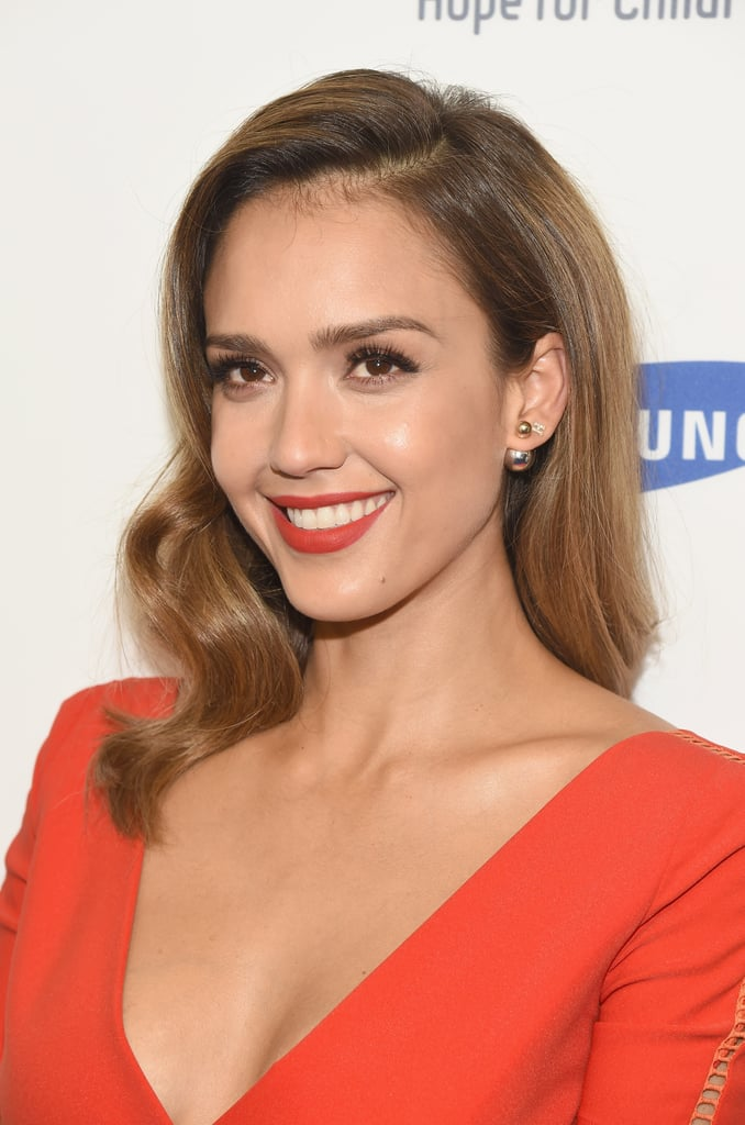 jessica alba is on fire with two sexy makeup looks in one