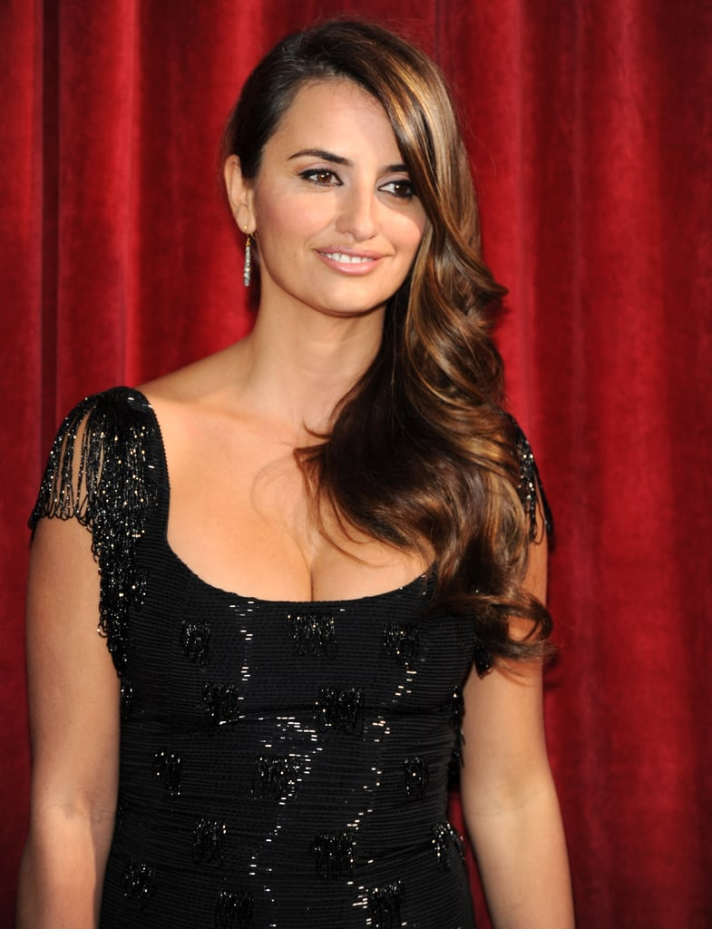 Photos of Penelope Cruz on the red carpet at the 2010 Screen Actors Guild Awards 2010-01-24 13:30:42