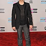 Joe Jonas kept it cool in a t-shirt and blazer.