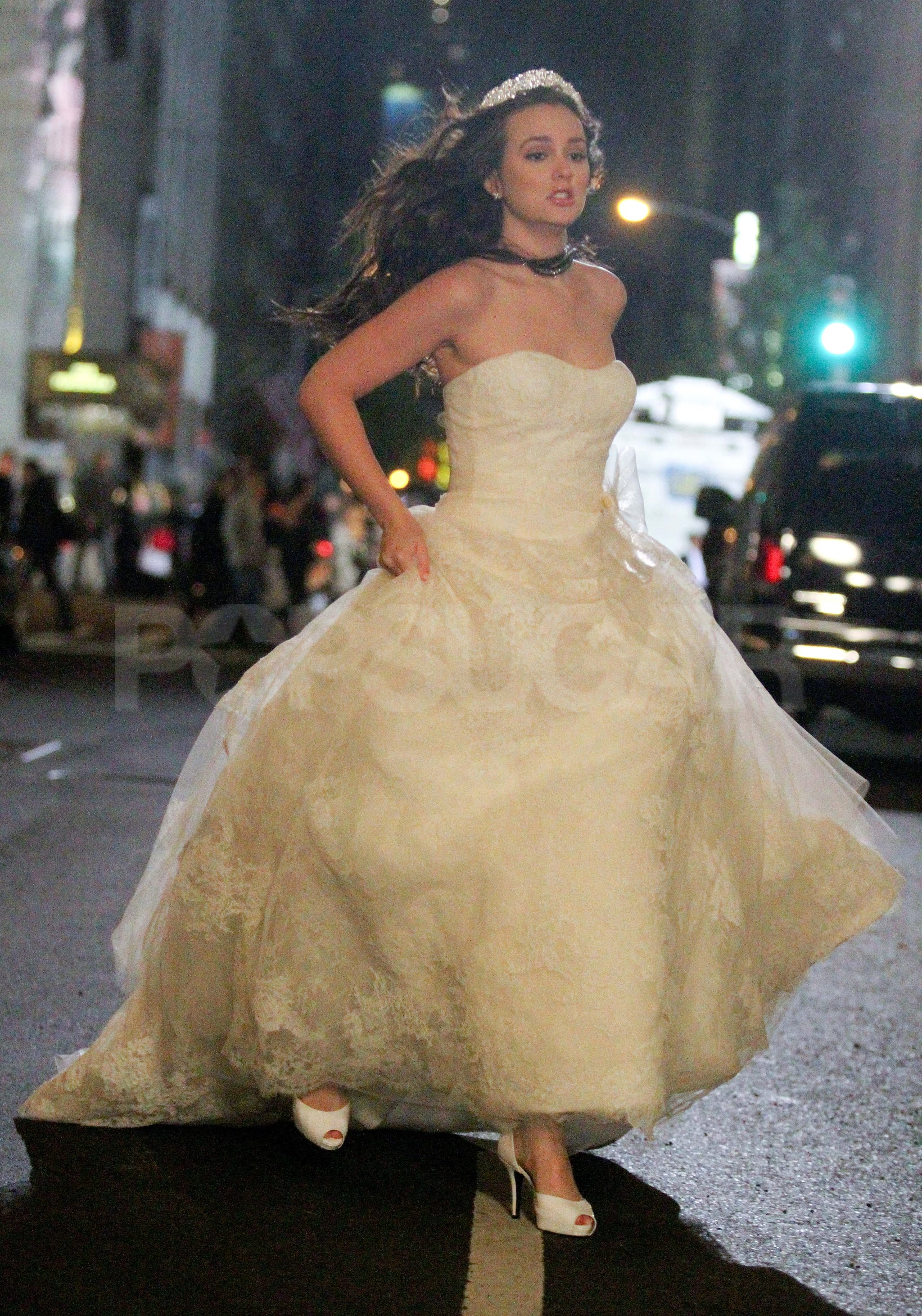 Celebrity entertainment see leighton meester in blair for Wedding dress blair waldorf