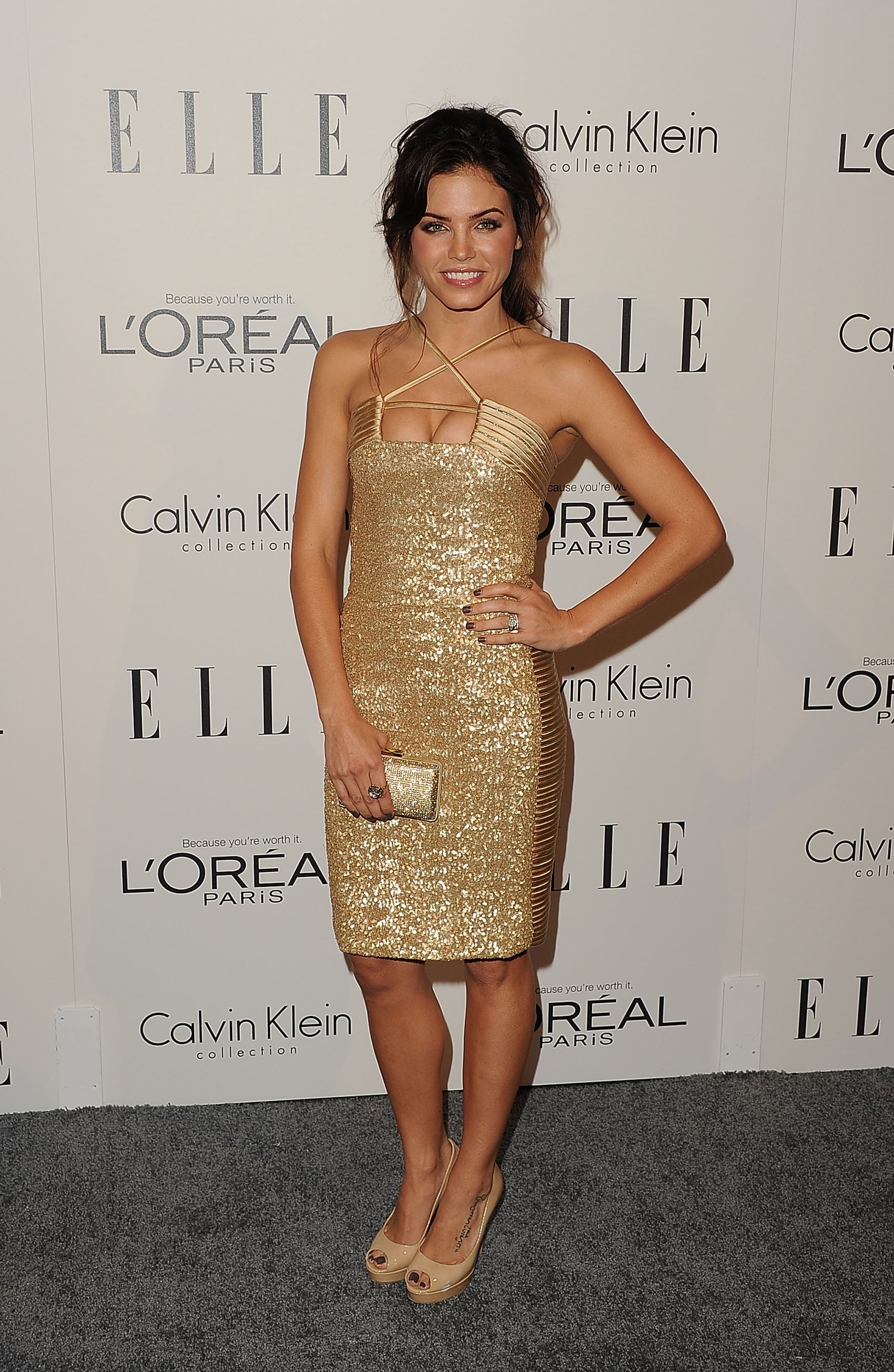 Jenna Dewan worked a gold dress on the red carpet.