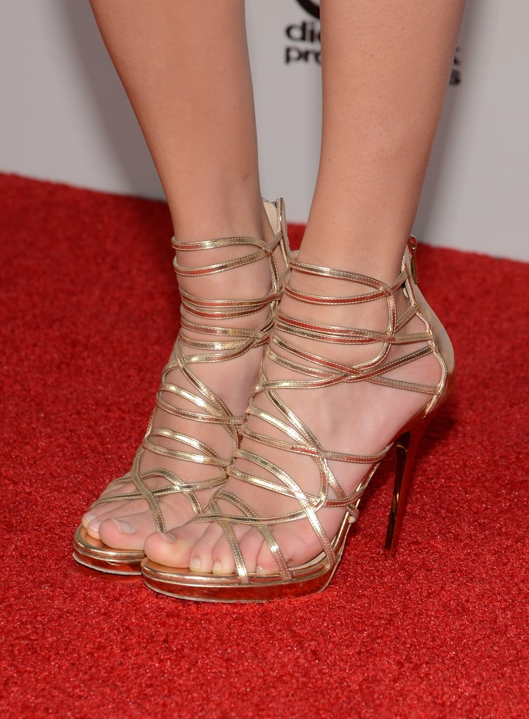 Gold strappy sandals did the trick for Taylor Swift at this year's American Music Awards.