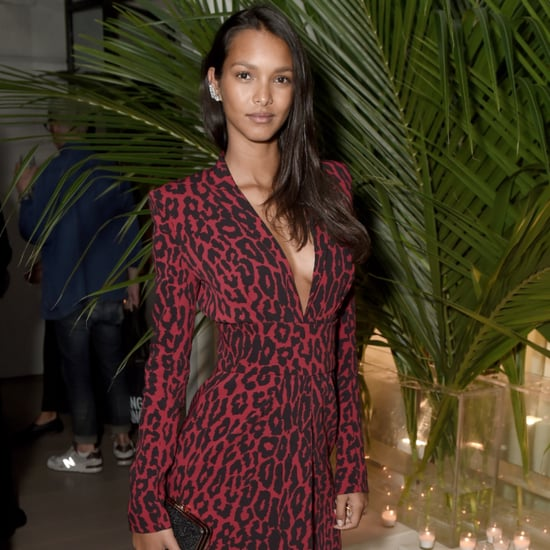 Lais Ribeiro with a weight of 54 kg and a feet size of 7 in favorite outfit & clothing style