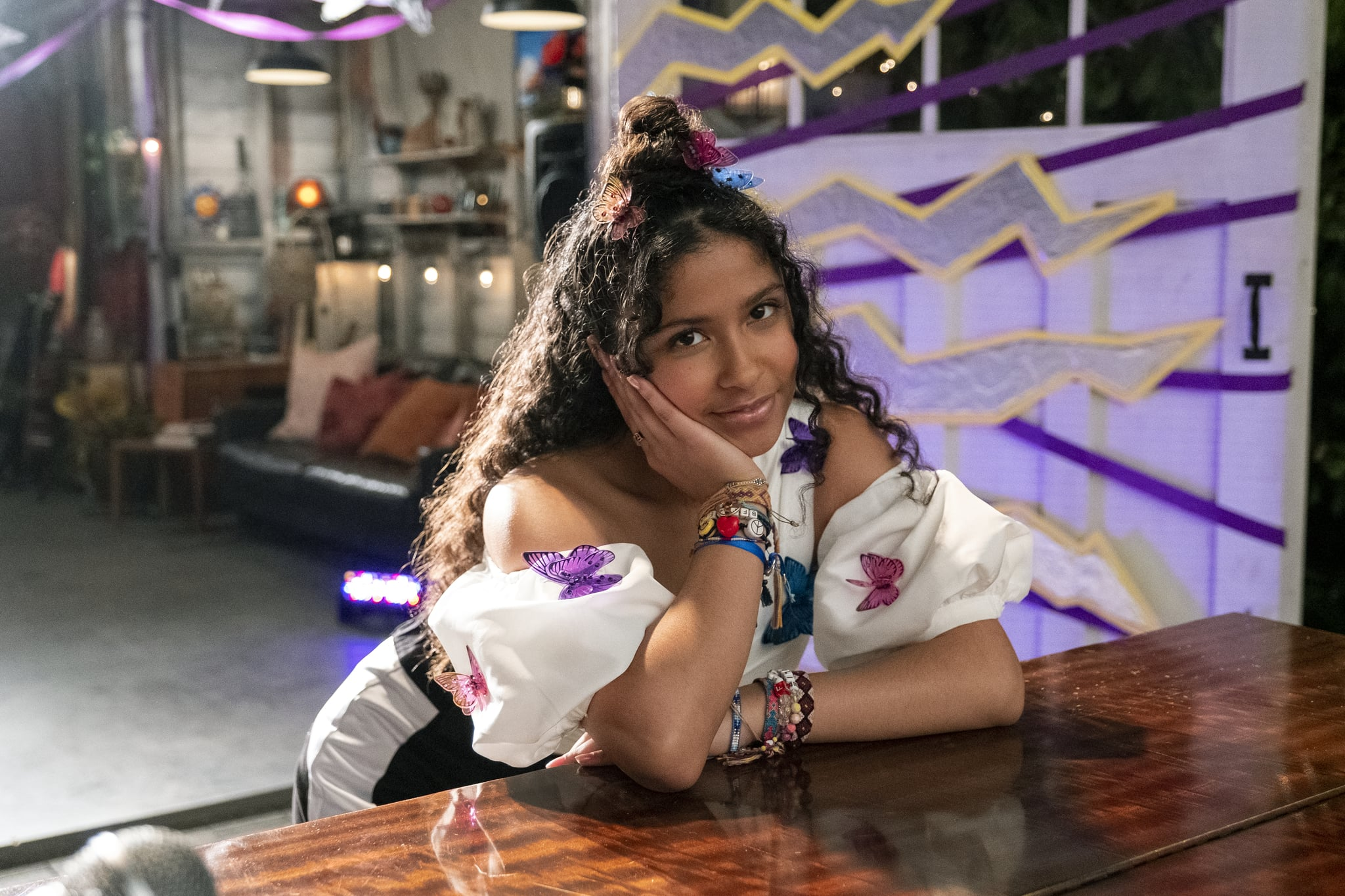 JULIE AND THE PHANTOMS (L to R) MADISON REYES as JULIE in episode 107 of JULIE AND THE PHANTOMS Cr. KAILEY SCHWERMAN/NETFLIX  2020