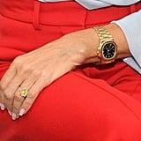 هذه الماسة مرصّعة أيضاً على خاتمٍ مرصوف بالألماس.