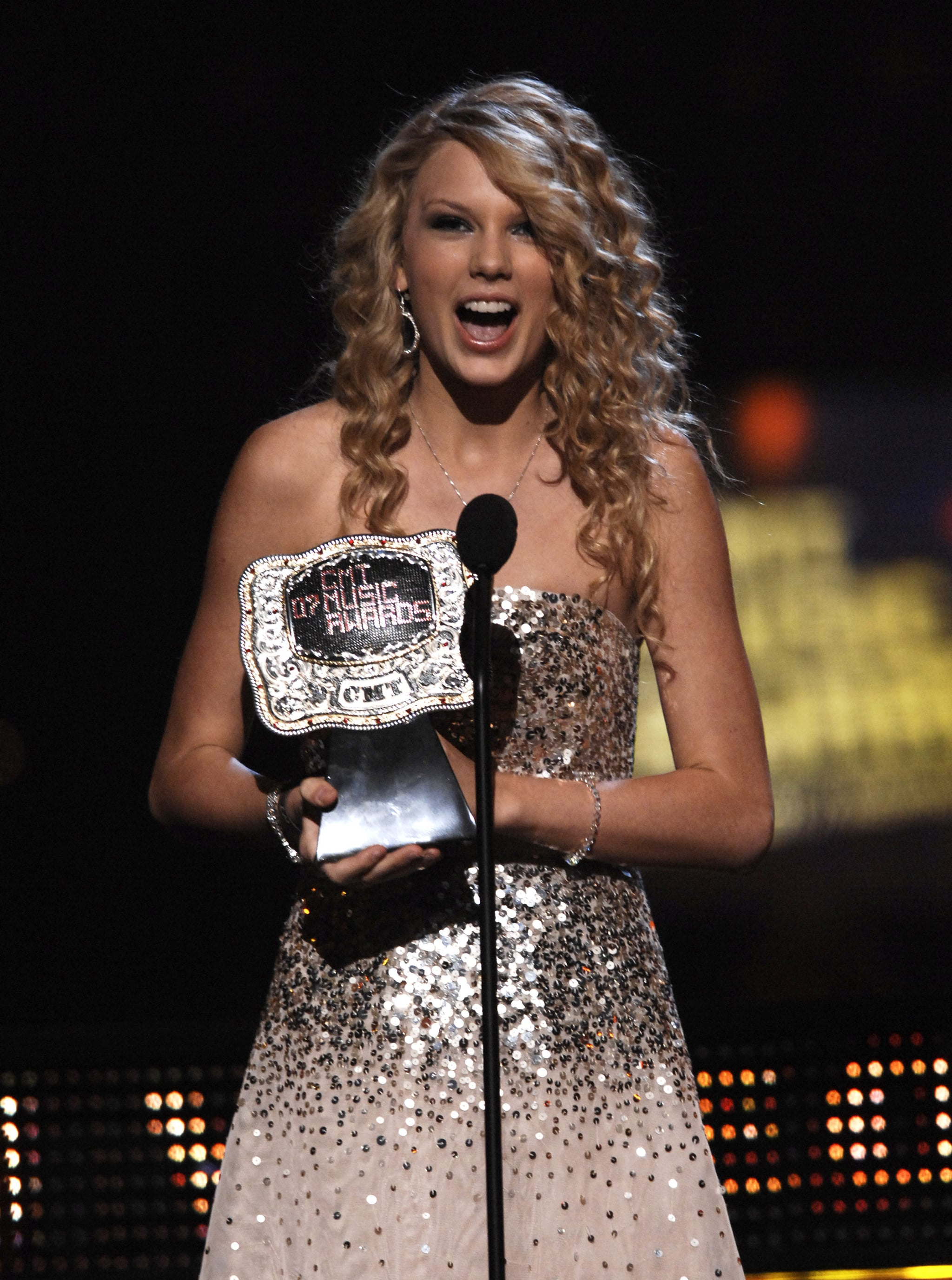 Taylor showed her shock while accepting a CMT award in April 2007.