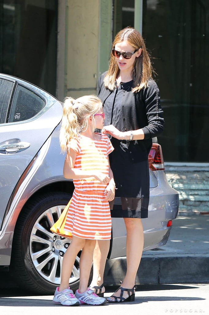 Jennifer Garner Takes Her Girls Out For Ice Cream