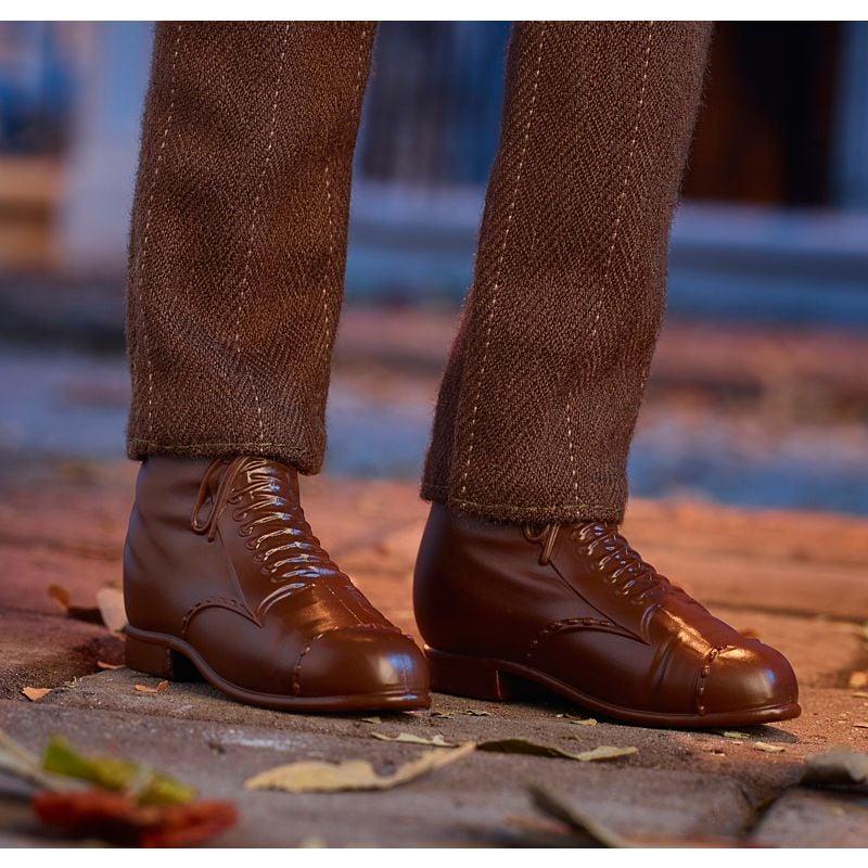 It's Got Shiny Brown Shoes