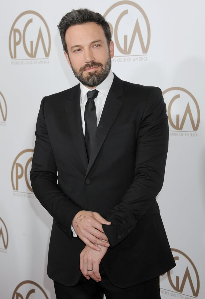 Ben Affleck posed solo at the Producers Guild Awards while his wife, Jennifer Garner, walked the red carpet on her own as well.