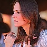 Auch Kate checkt mal schnell ob ihre Haare Spliss haben.