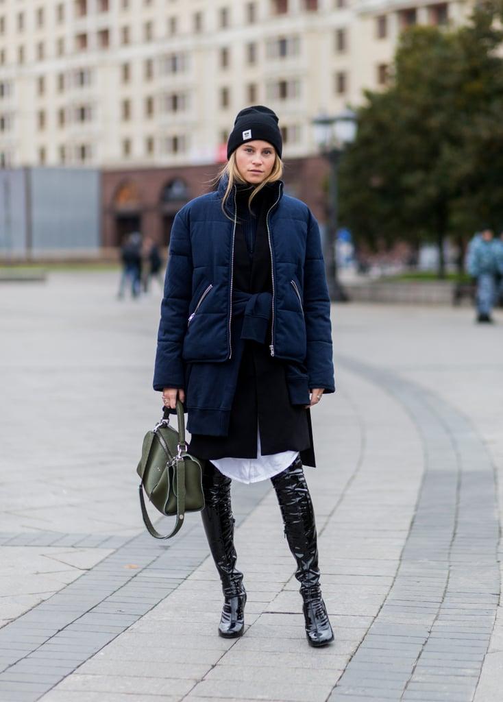 وعندما تذهبين للسوق لشراء ذلك المعطف، لا تنسي أن تتفقدي المعاطف الكحلية المنفوخة.
