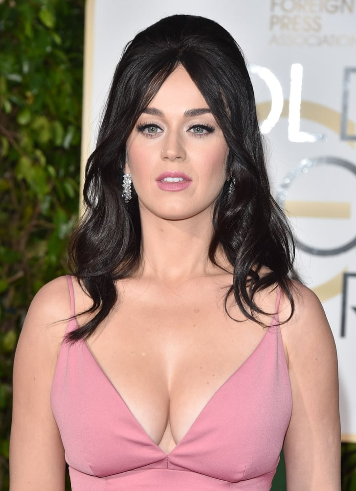 Katy wore quite the low-cut dress to the 2016 Golden Globe ... кэти перри