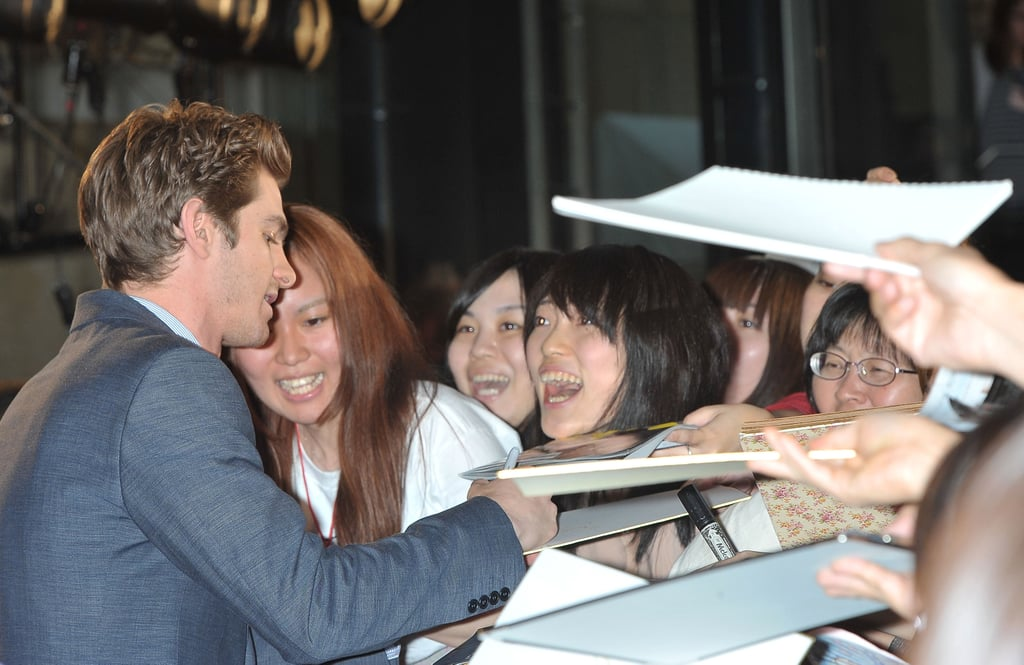 Andrew Garfield spent time with fans at The Amazing Spider-Man premiere in Japan.
