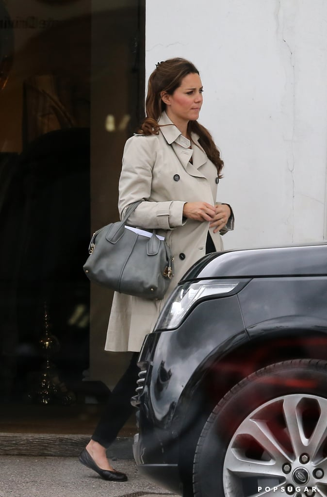 Pregnant Kate Middleton Buying Antiques | Photos