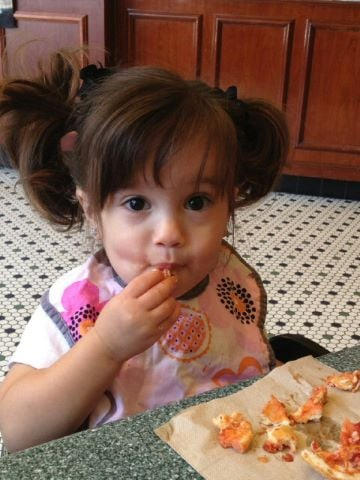 Mario Lopez snapped a sweet photo of his daughter, Gia, eating breakfast. Source: Twitter user MarioLopezExtra