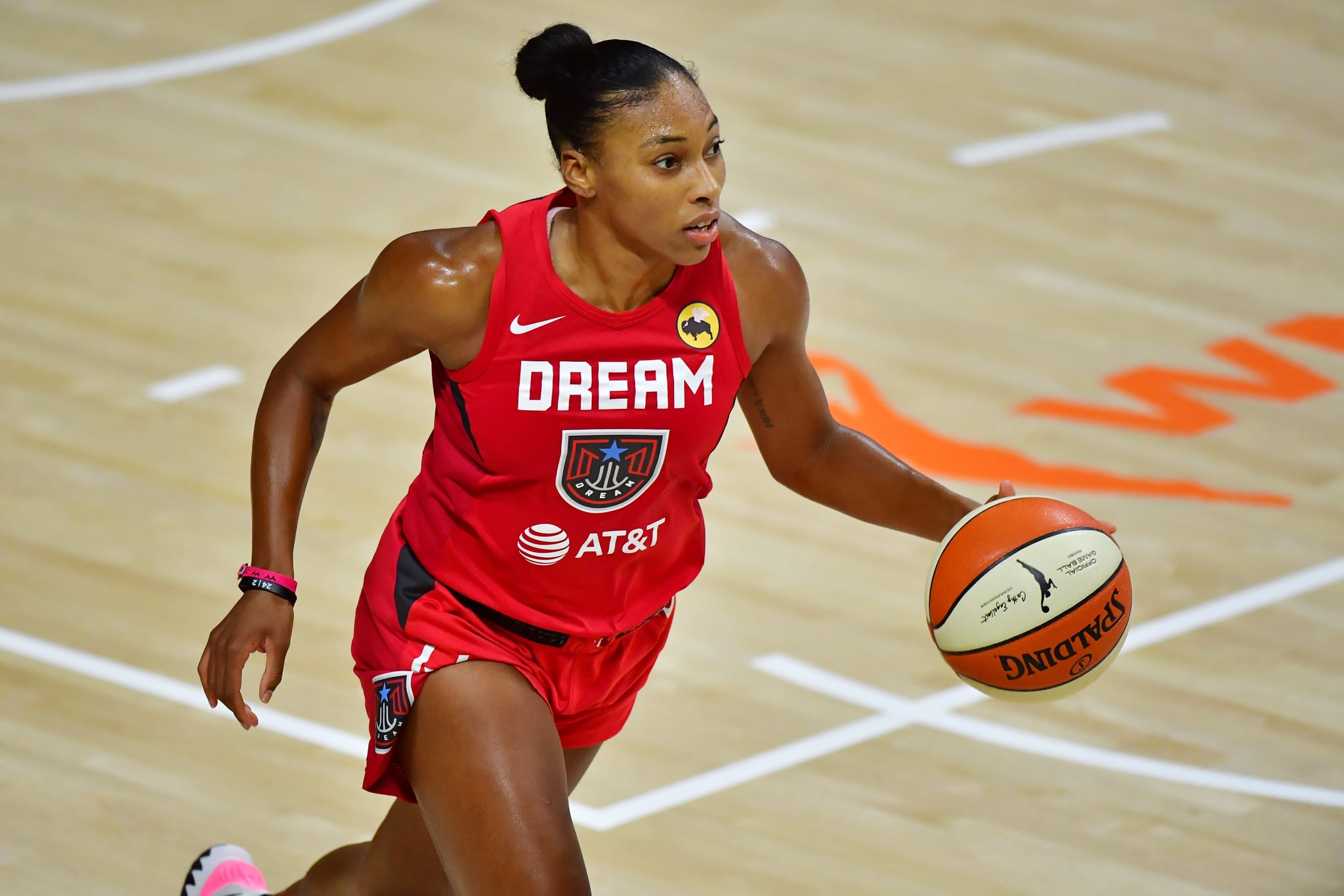 PALMETTO, FLORIDA - SEPTEMBER 11: Betnijah Laney #44 of the Atlanta Dream dribbles during the second half against the Connecticut Sun at Feld Entertainment Centre on September 11, 2020 in Palmetto, Florida. NOTE TO USER: User expressly acknowledges and agrees that, by downloading and or using this photograph, User is consenting to the terms and conditions of the Getty Images Licence Agreement. (Photo by Julio Aguilar/Getty Images)