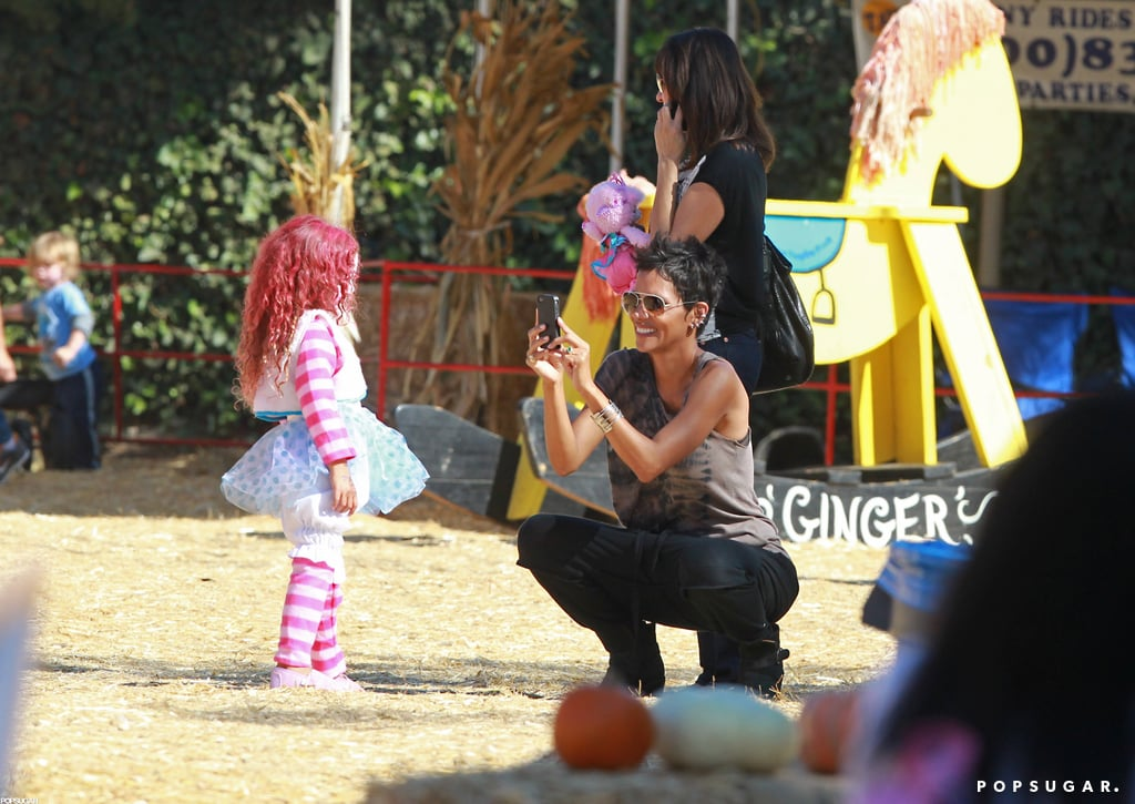 Halle Berry at a Halloween Pumpkin Patch in LA   Pictures