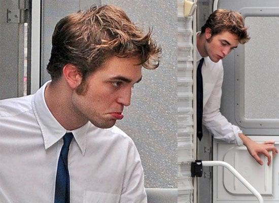 19/6/2009 Robert Pattinson Pouting in New York