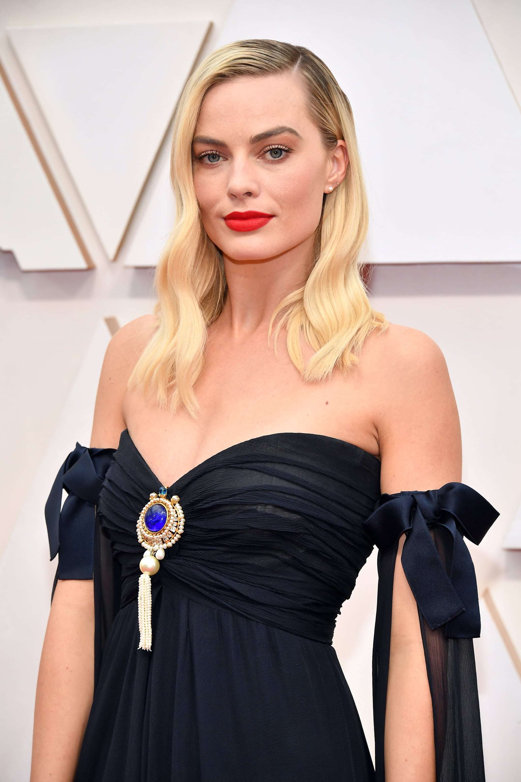 Margot Robbie At The Oscars 2020 Every Sexy Oscars Red Carpet
