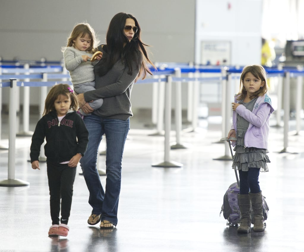 Matt Damon Travels With His Wife and Daughters