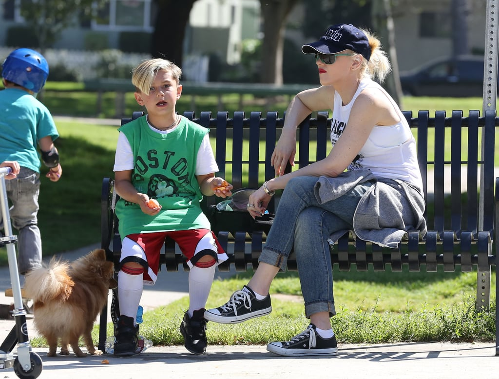 Gwen Stefani hung out on a bench with Kingston Rossdale.