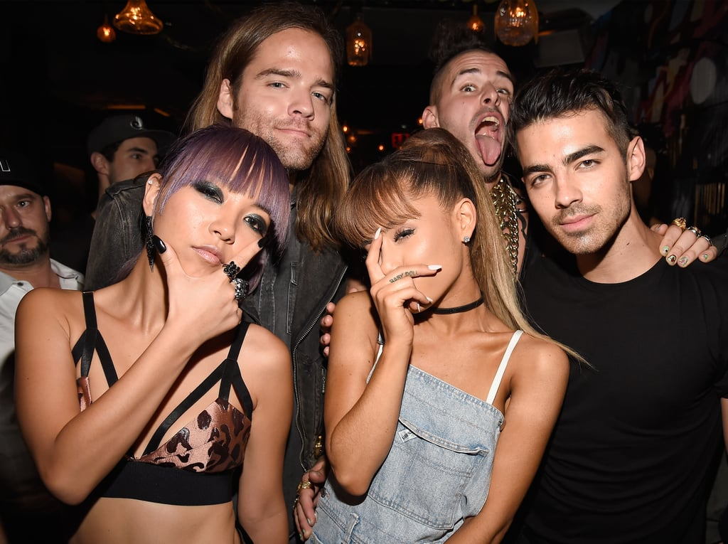 Ariana Grande Covering Her Face at the 2016 MTV VMAs