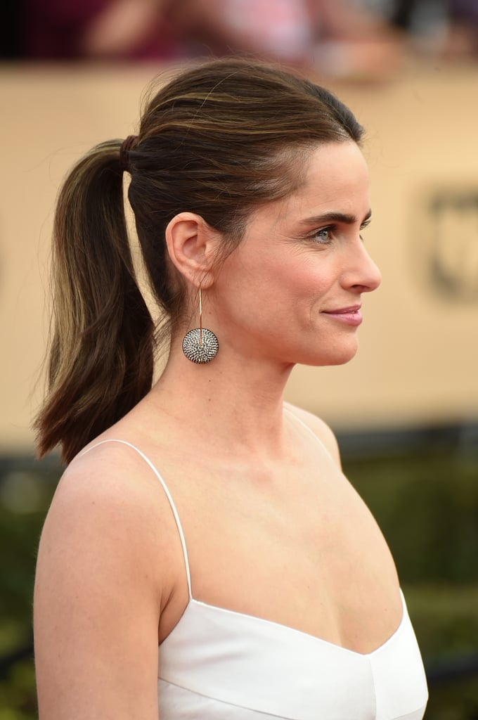 The extra volume at Amanda Peet's crown makes this pony look especially date-night worthy.