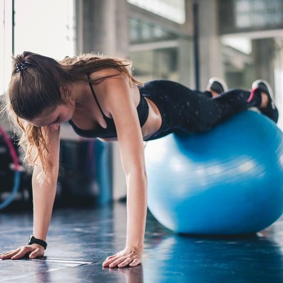 تمارين الكرة الرياضية لتمرين عضلات المعدة
