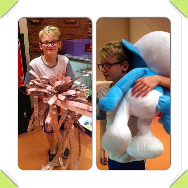 Evan Asher won the jackpot (and eventually a giant Smurf) in Las Vegas. Source: Instagram user jennyannmccarthy