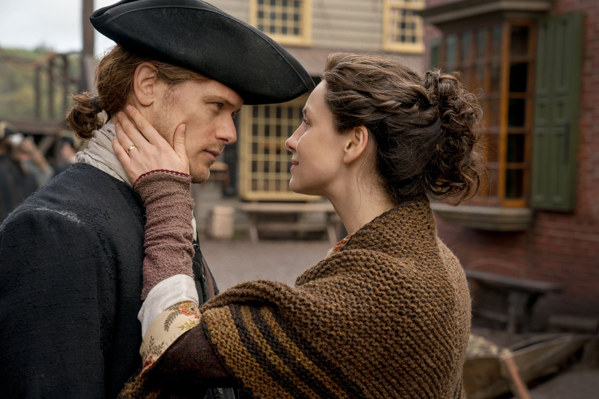 OUTLANDER, (from left): Sam Heughan, Caitriona Balfe, 'America The Beautiful', (Season 4, ep. 401, airs Nov. 4, 2018). photo: Aimme Spinks / Starz / courtesy Everett Collection