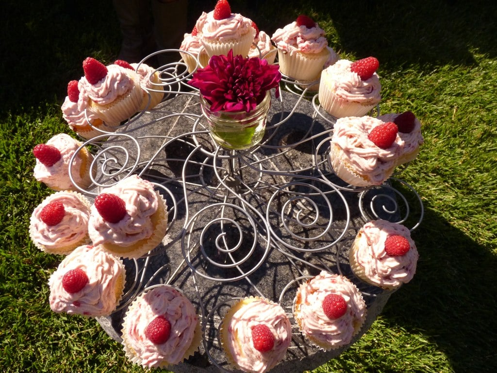 Don't the cupcakes look divine?