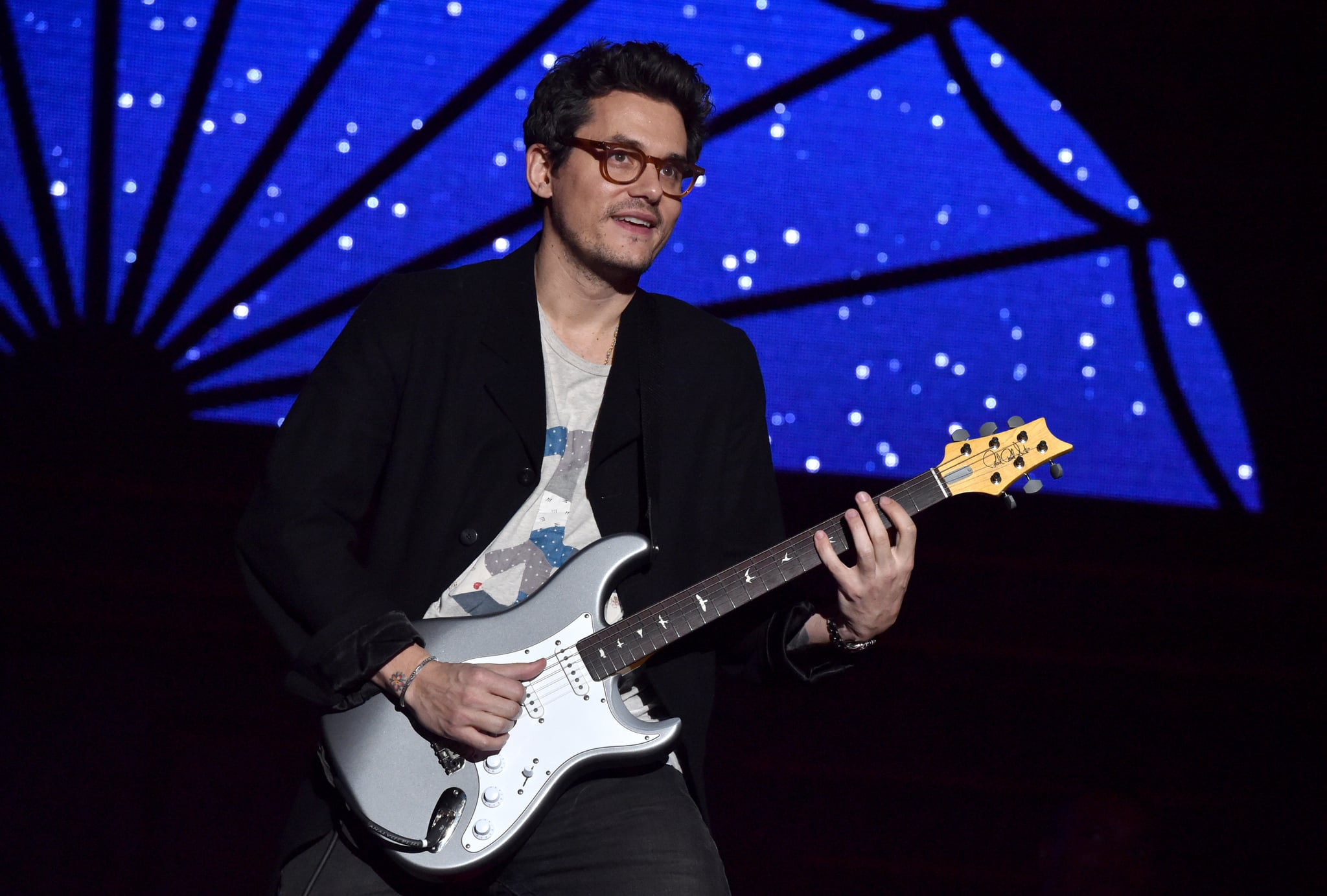 INGLEWOOD, CA - DECEMBER 31:  John Mayer performs onstage during Dave Chappelle and John Mayer: Controlled Danger at The Forum on December 31, 2017 in Inglewood, California.  (Photo by Lester Cohen/WireImage)